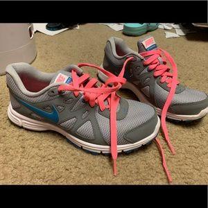 Women's 7.5 Nike Revolution 2